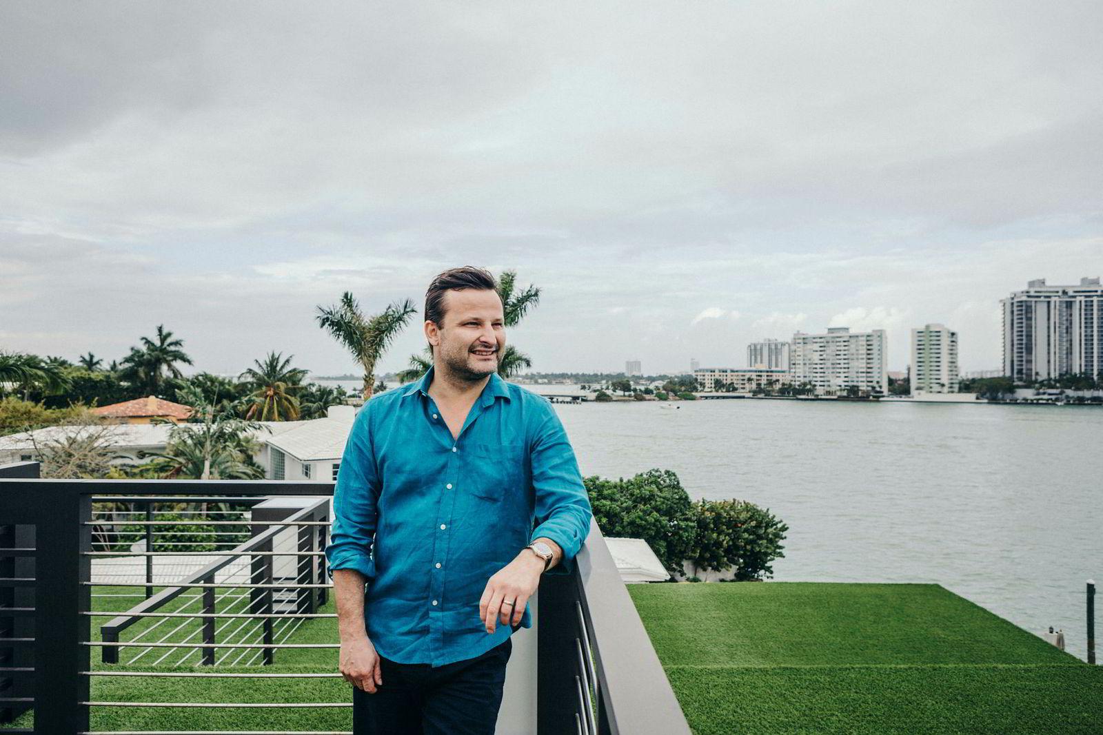 Are Traasdal, seriegründer og investor (Miami, New York – fra Orkdal). Opprinnelig fra Orkdal, men reiste til New York og startet og solgte først Thumpplay, så Tapad, som ble solgt til Telenor for tre milliarder kroner i 2016. En kvart milliard av overskuddet er satt av til investeringer i norske programvareselskaper med globale vekstmuligheter gjennom investeringsselskapet Spring Capital. Etter et års seiltur med familien har han satt i gang med å bygge opp et nytt selskap. Utdannet ved NTNU.