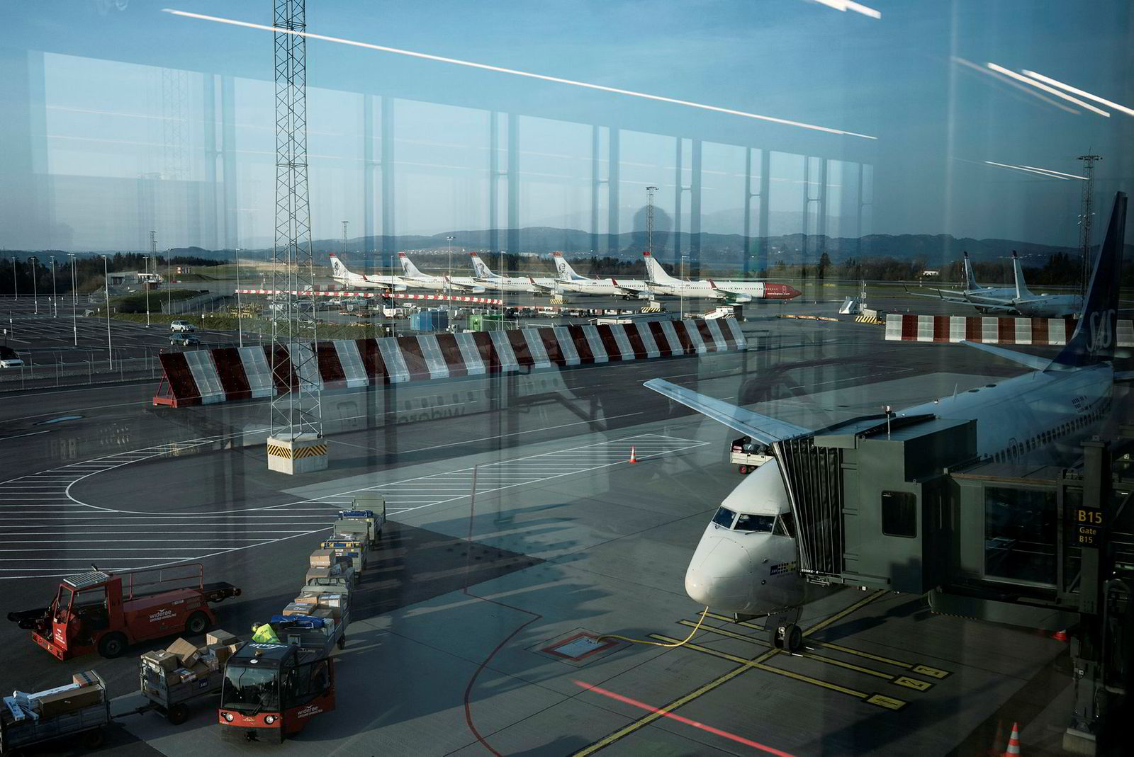 På Bergen lufthavn Flesland står Norwegian-fly langtidsparkert under koronakrisen.