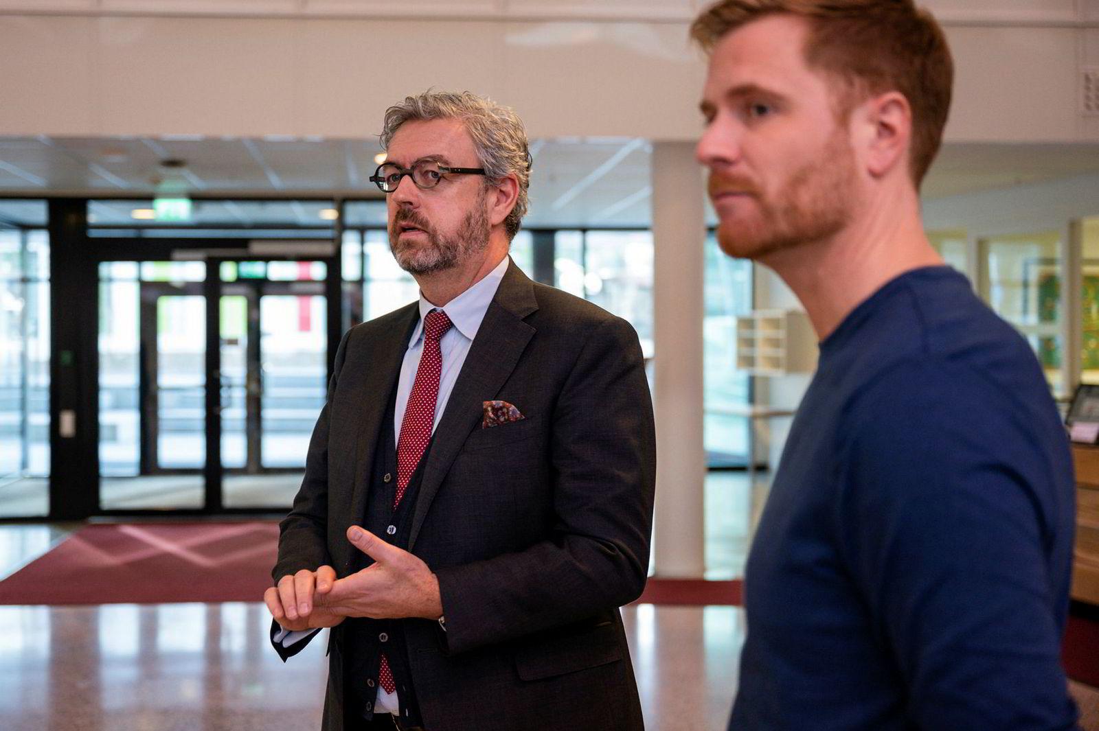 Mandag formiddag startet bostyrer Håvard Wiker (til venstre) å få oversikt over Gresvig-konkursen. Her er han sammen med Gresvig-sjef Lars Kristian Lindberg.