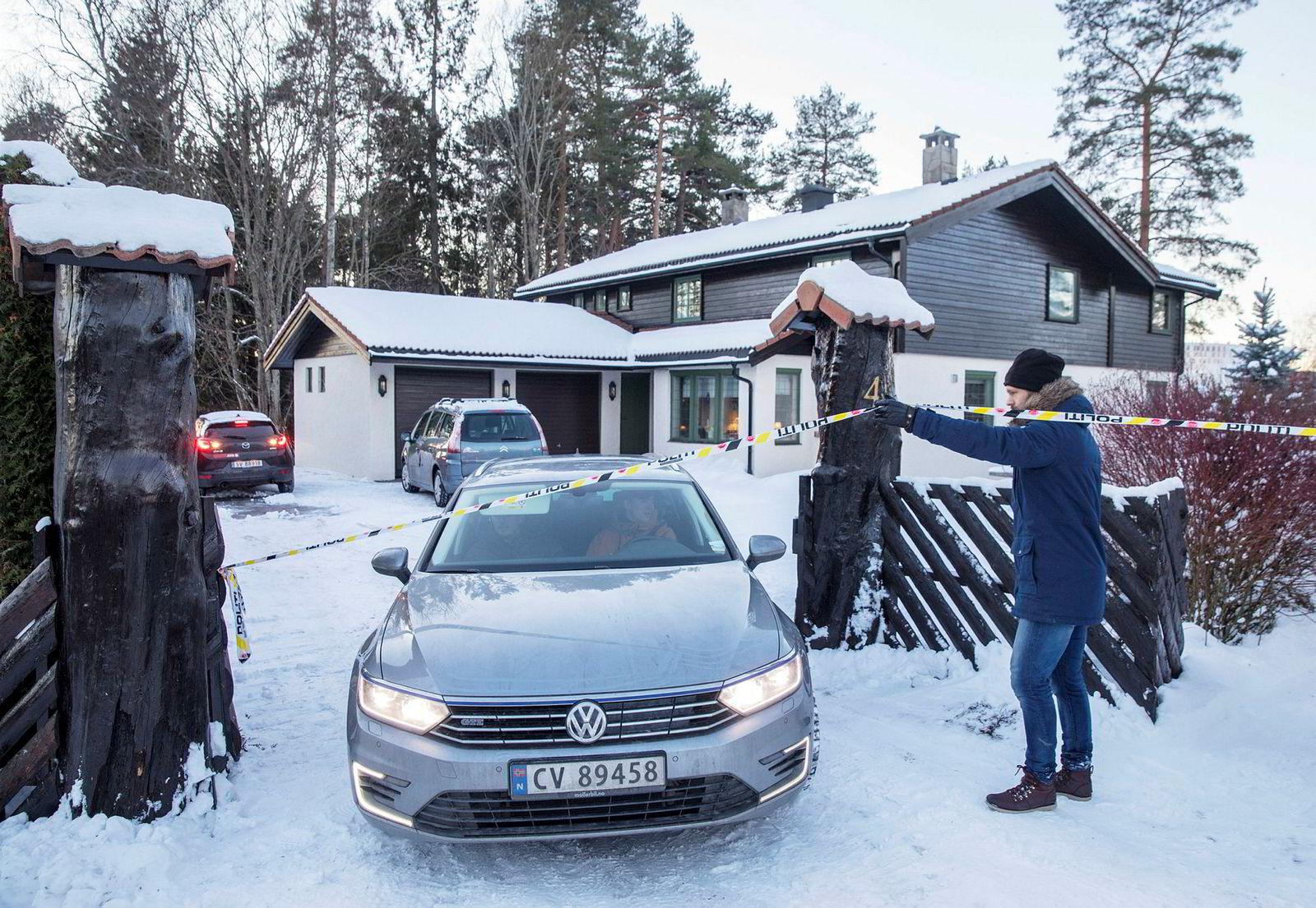 Anne-Elisabeth Falkevik Hagen, kona til Tom Hagen som er en av Norges rikeste, har vært borte i ti uker. Onsdag var politiet på plass i boligen der hun sist ble sett.