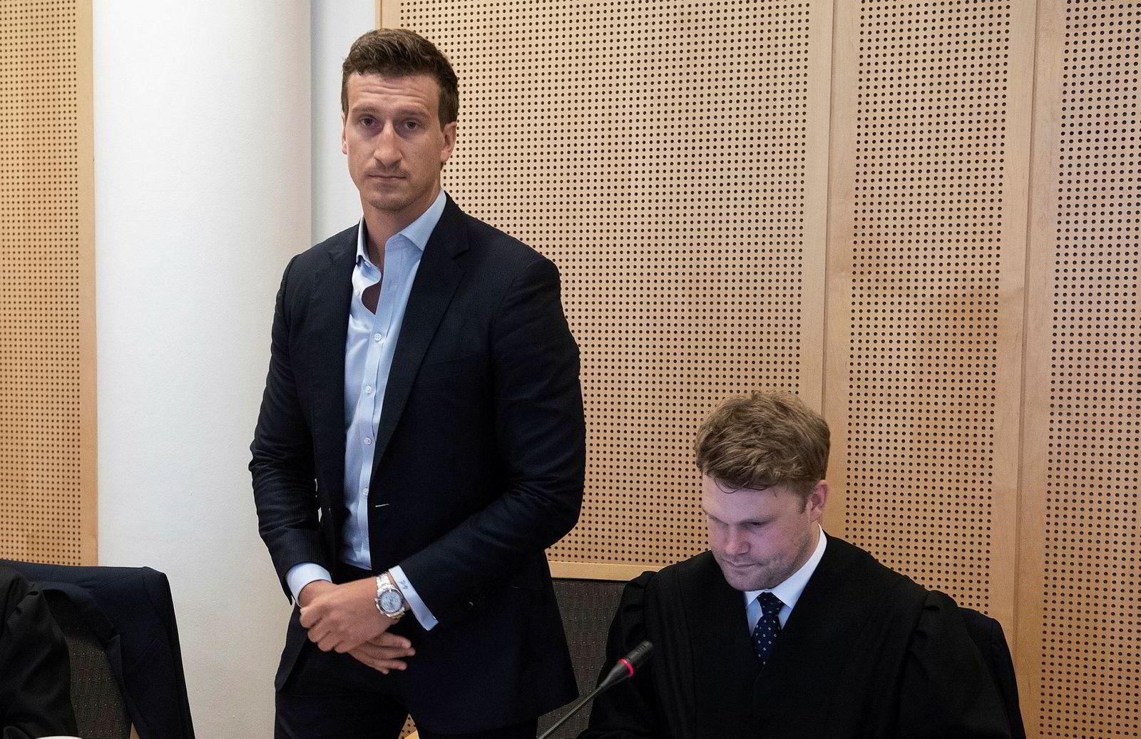 Pierre Vannineuse (til venstre) er sjef i Alpha Blue Ocean. Her er han sammen med fondets advokat Fredrik Verling i DLA Piper.