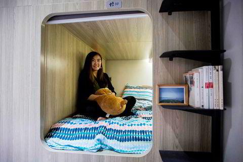 Michelle Chau leier en liten bokslignende leilighet i Mong Kok-distriktet.