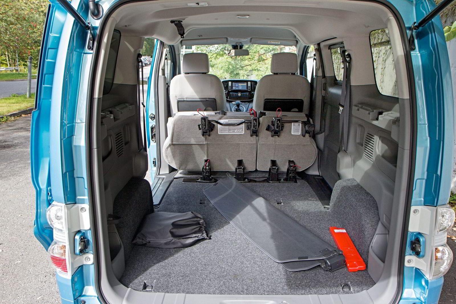 URBAN FRAKT. Komforten og batteritiden er så som så, men med baksetene foldet ned, er plassen i Nissan e-NV200 overveldende.