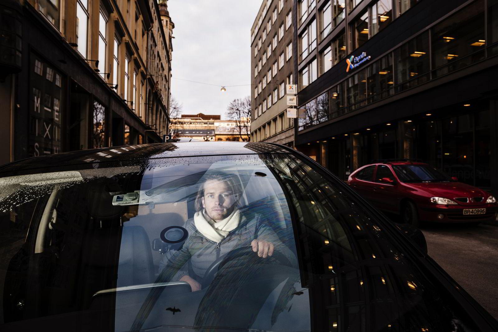 Kim Haagensen (31) er en av de avskiltede Uber-sjåførene, men ikke den som i desember ble frikjent i tingretten. Han forteller at han nå får advokatbistand og leiebil fra Uber. Foto: Per Thrana
