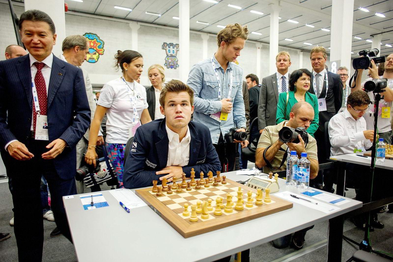 Neste sjakk-VM holdes i New York i november. Her skal Magnus Carlsen forsvare VM-tittelen mot russiske Sergej Karjakin (26).