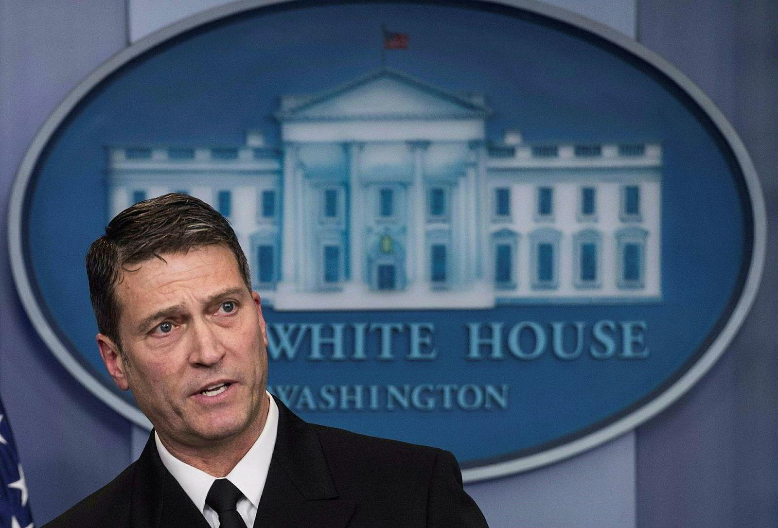 Admiral Ronny Jackson har vært Trumps lege det siste året. Nå er han ute.