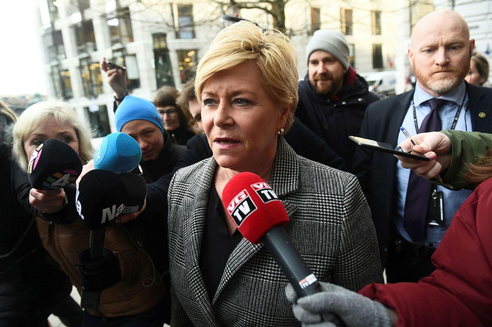 Siv Jensen kommer til Fremskrittspartiet sitt ekstraordinært landsstyremøte.