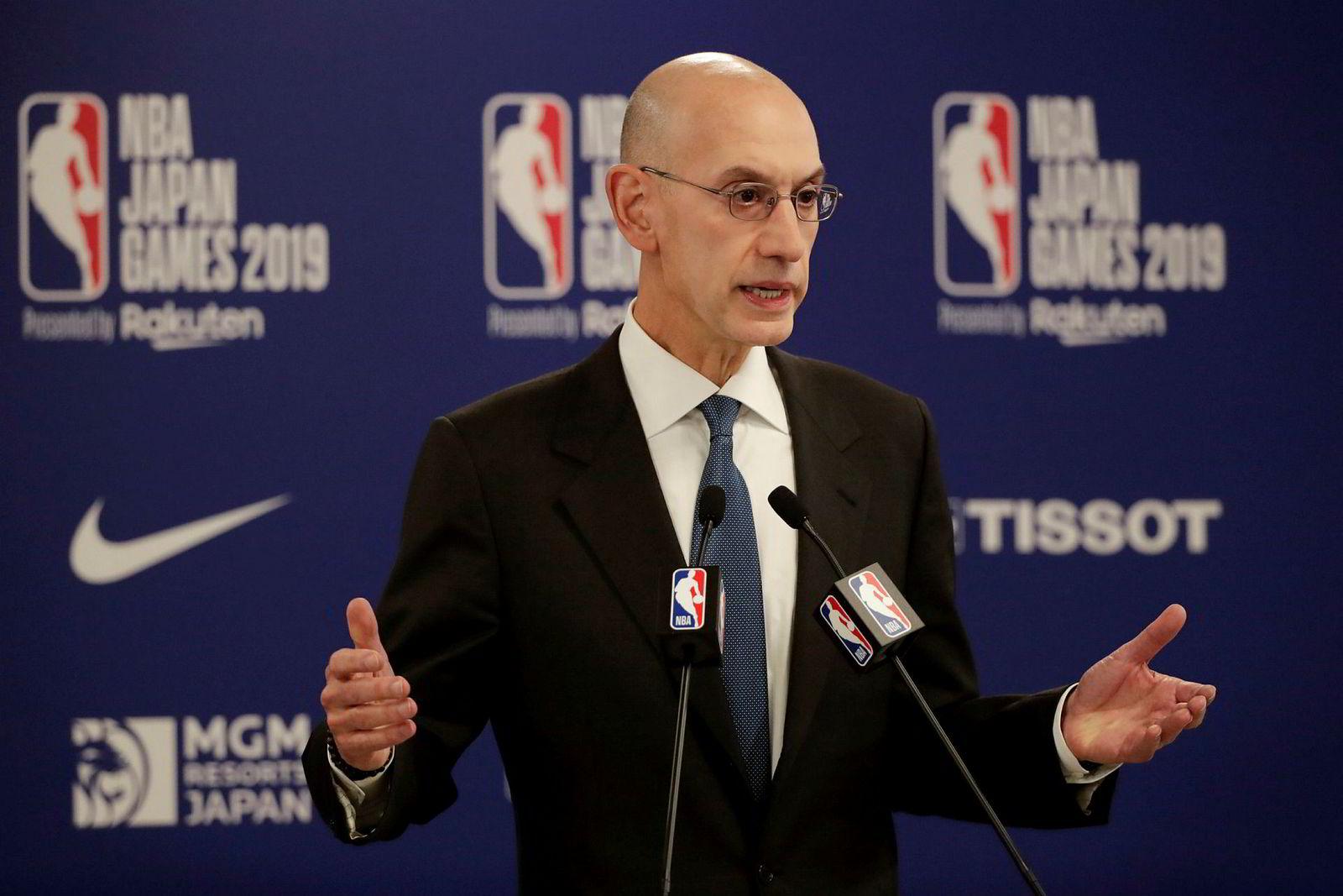 NBA-leder Adam Silver forsøker å redde den amerikanske basketballorganisasjonens 30 år lange innsats i Kina, etter en twitter-melding fra det mest populære amerikanske laget blant kinesiske fans.