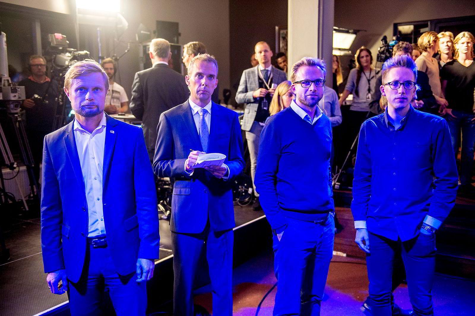 Bent Høie (til høyre), Nicolai Astrup og Kristian Tonning Riise studerer de første resultatene.