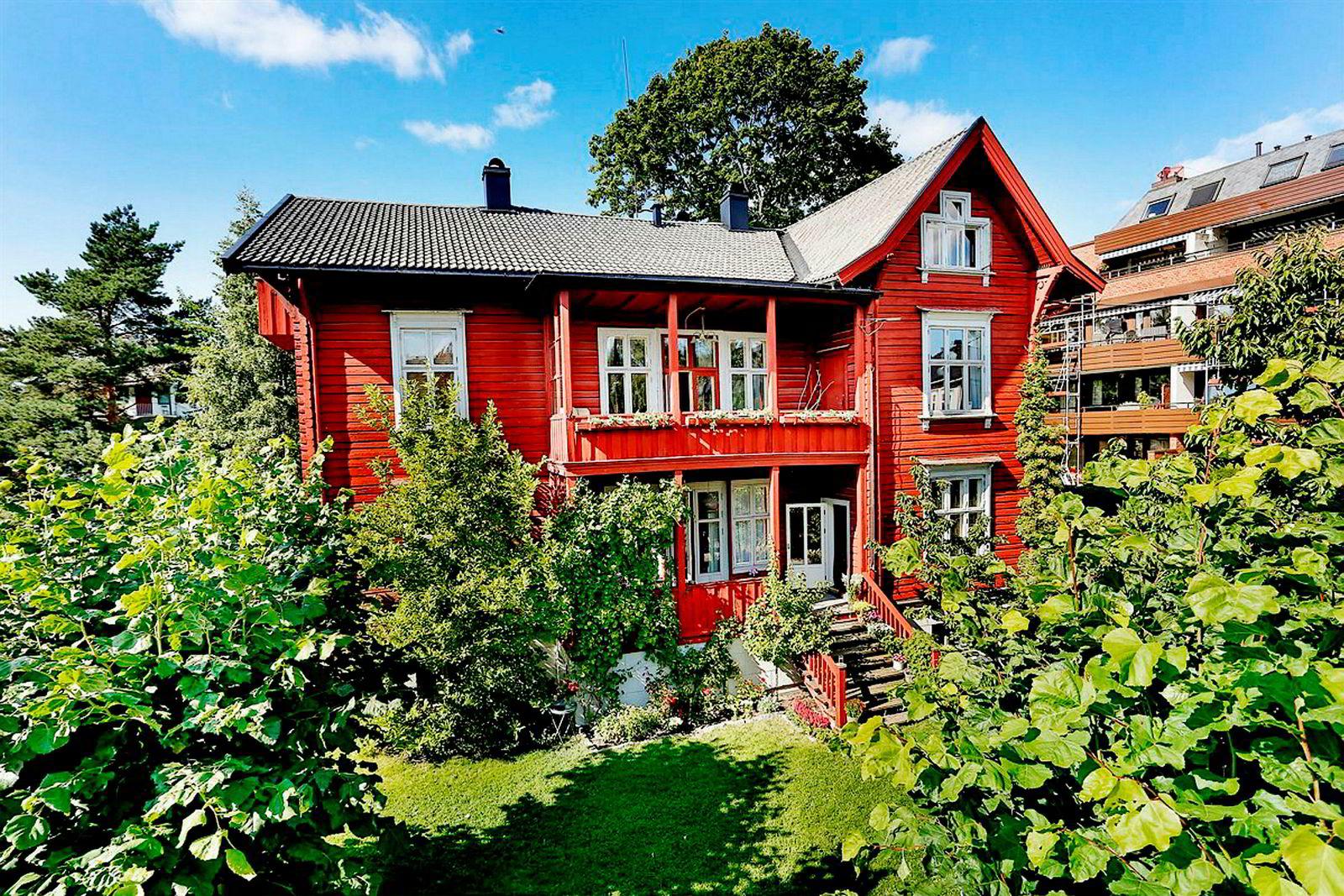 Denne sveitservillaen er nå solgt. Prisantydningen ble nesten nådd, ifølge megler. Foto: Foto: Nordvik & partners