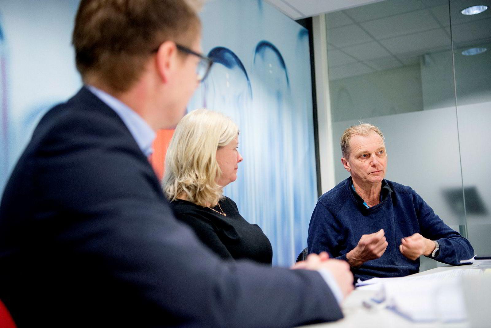 Direktør Bjarte Reve i Nansen Neuroscience Network (f.v.), prodekan Hilde Nebb ved UiO og overlege Erik Fosse ved OUS snakker om fremtidens helsesektor,