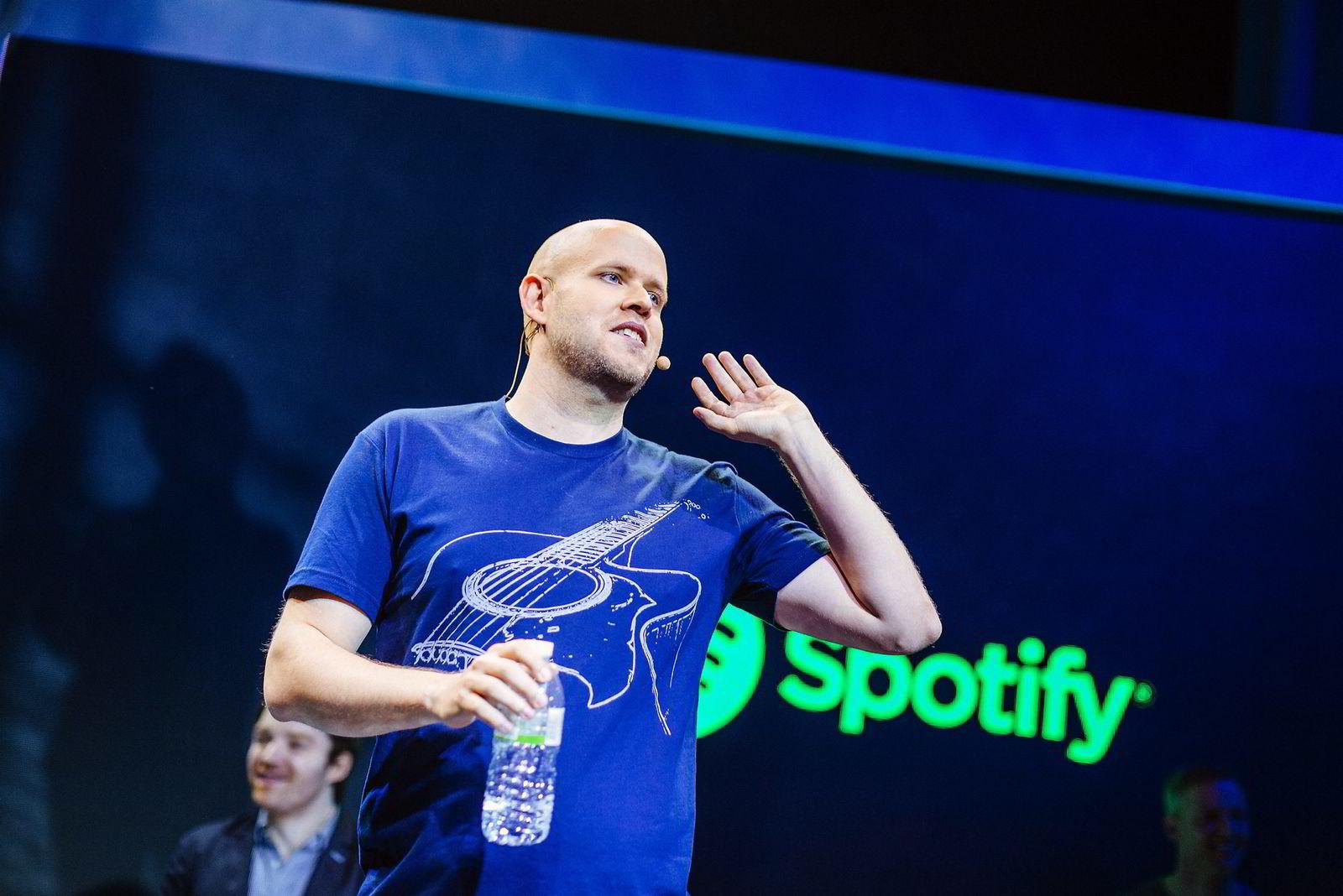Daniel Ek er på vei mot børs med Spotify, men møter stadig nye utfordringer fra sine konkurrenter og plateselskapene.