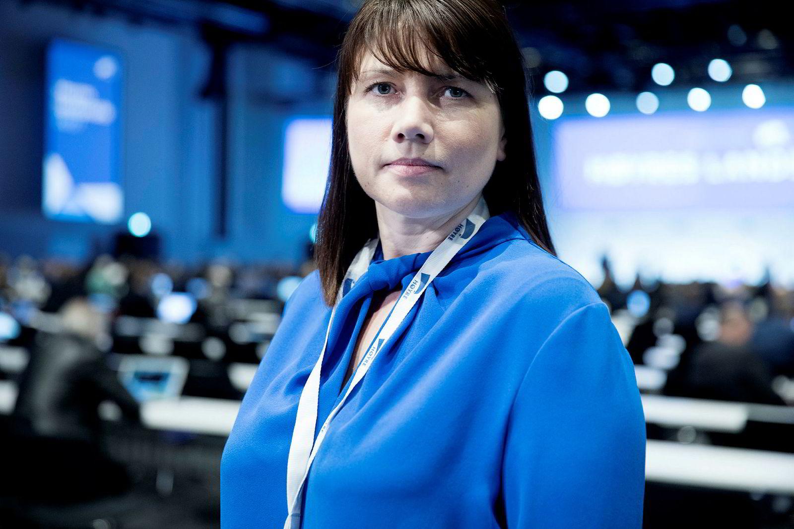 Høyres Heidi Nordby Lunde avviser kritikken fra Virke og NHO.