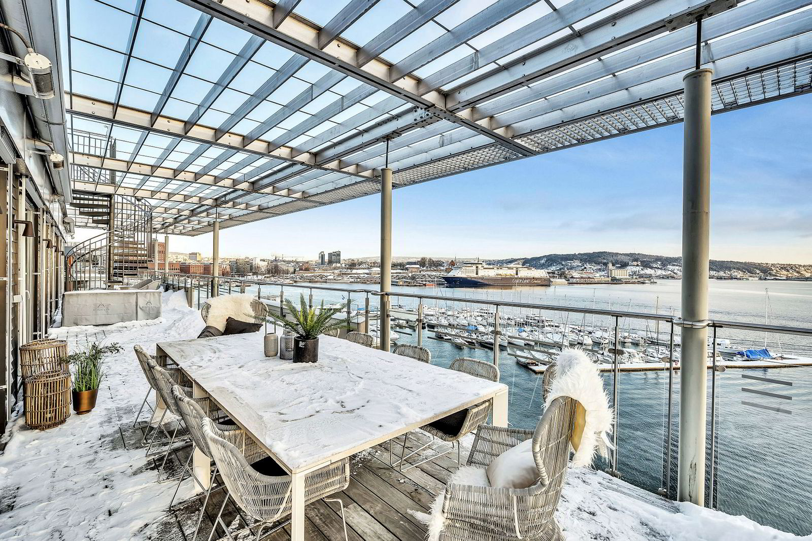 Rundt hele leiligheten er det flere terrasser som til sammen er over 100 kvadratmeter, ifølge Nordvik.