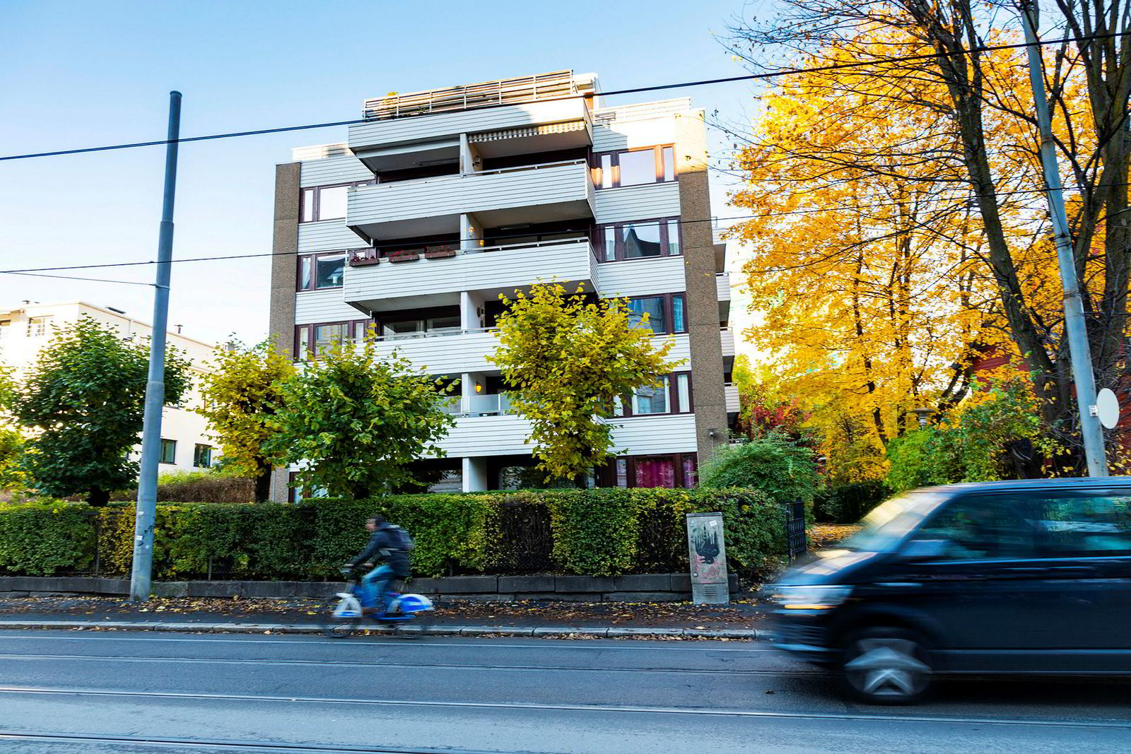 Bjarne Melgaard og moren Gro eier en leilighet sammen i dette leilighetskomplekset i Drammensveien i Oslo.