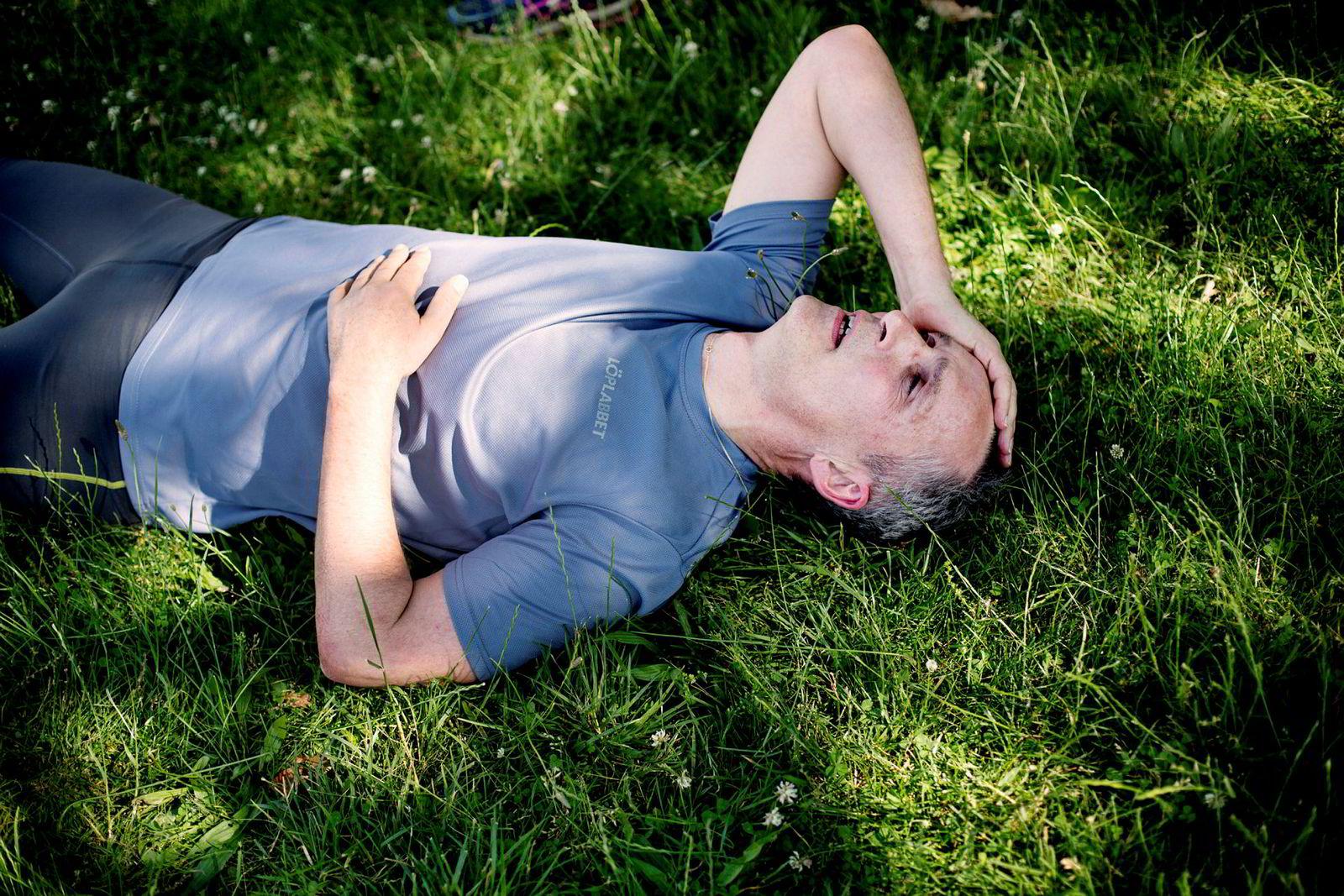 Flere ganger i uken utsetter Jens Stoltenberg og andre i staben seg for tunge styrkeøvelser utendørs, ofte i parken foran Washington-monumentet. I Washingtons fuktige hete er treningen ekstra krevende.