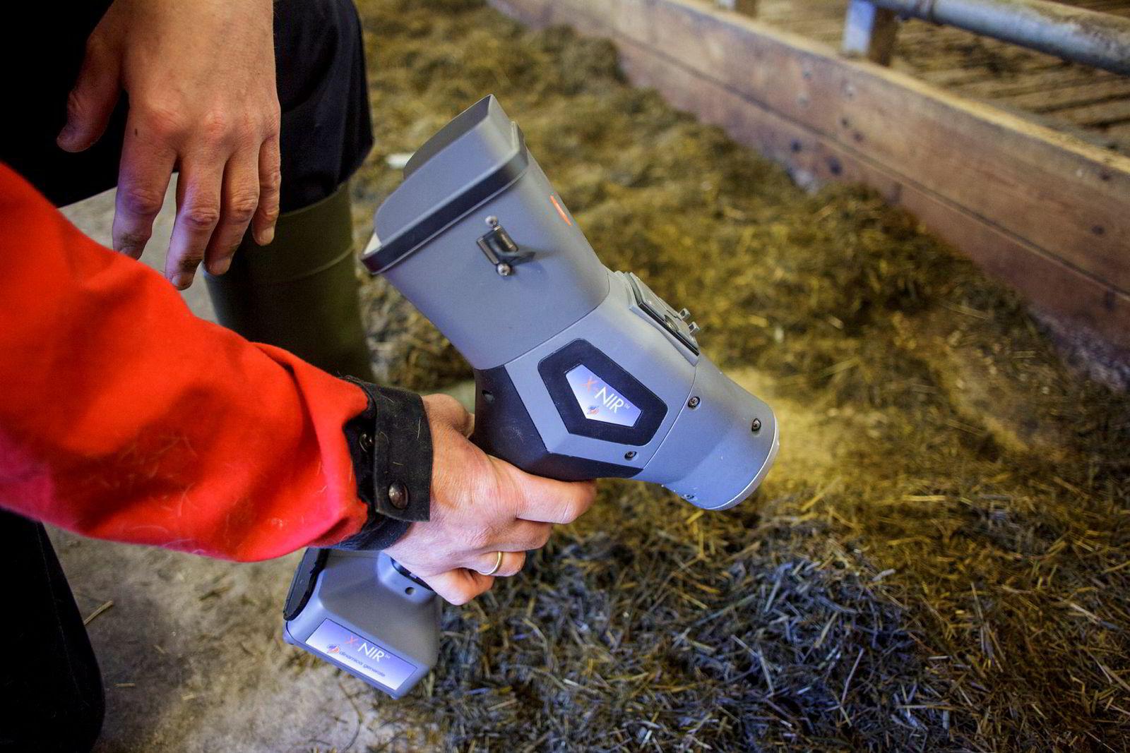 Dette apparatet skal kunne lese av næringsverdien i høyet kyrne spiser.