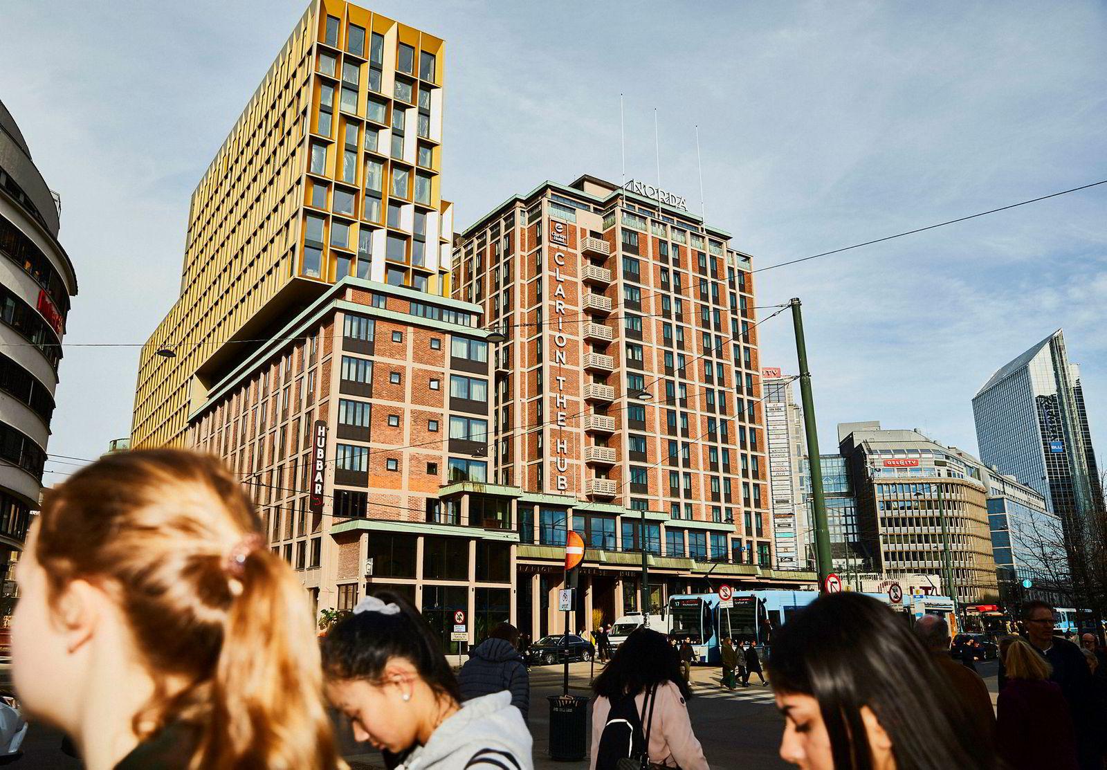 Petter A. Stordalen åpnet Clarion Hotel The Hub i Oslo i fjor. Til tross for mange nye hoteller sørget for både nedgang i belegg, pris og inntekt per tilgjengelige rom i hovedstaden, ble 2019 et solid år.