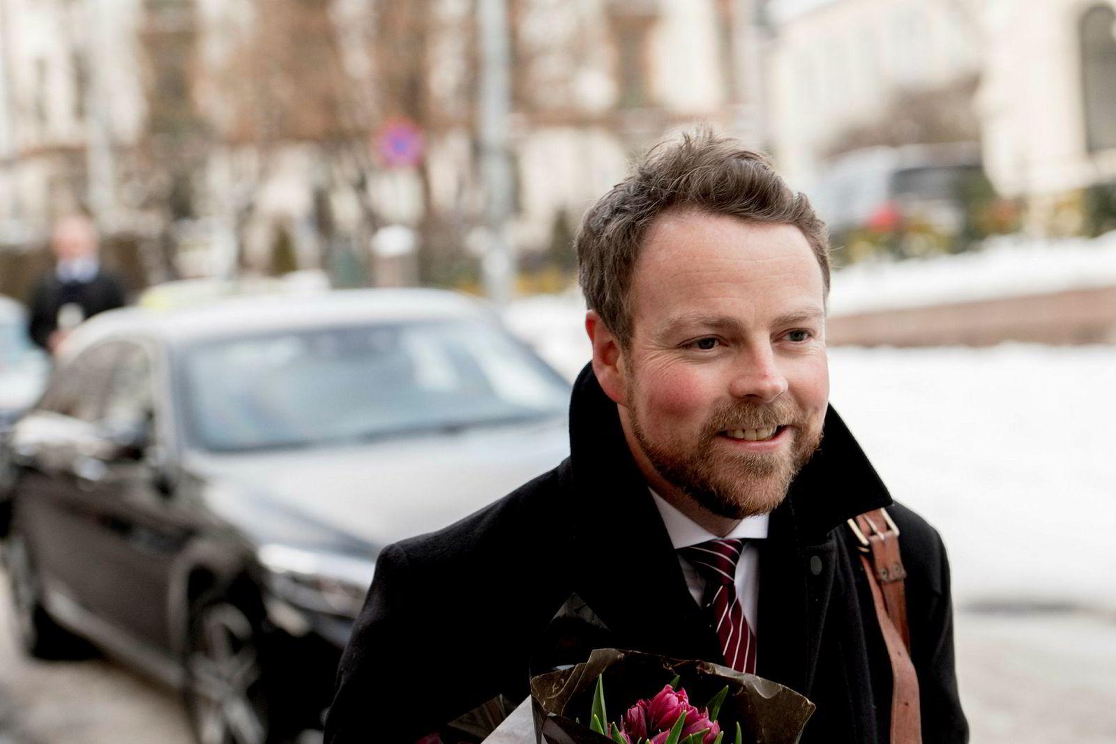 Avtroppende kunnskapsminister og påtroppende næringsminister Torbjørn Røe Isaksen ankom statsministerboligen tidlig onsdag ettermiddag.