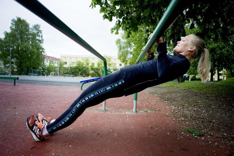 KROPPSHEV: Finn noe å henge fra og senk deg ned og opp. FOTO: Mikaela Berg