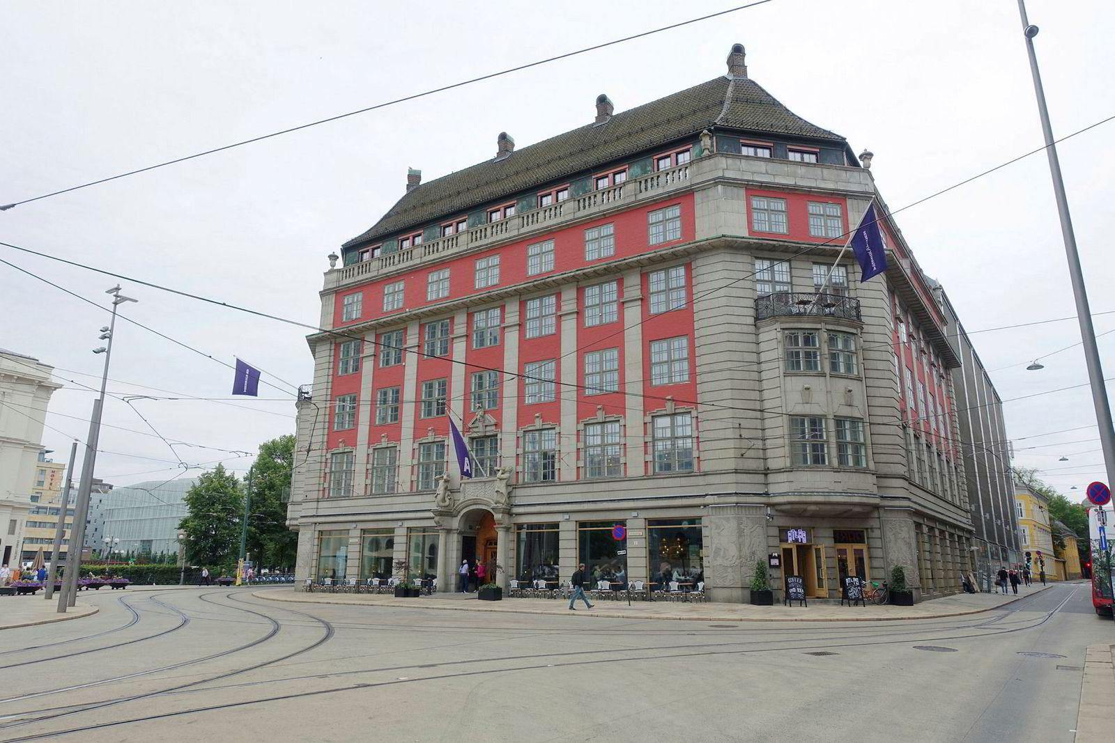 Nyåpnede Hotel Amerikalinjen i Oslo trekkes av Anders Buchardt frem blant unntakene.