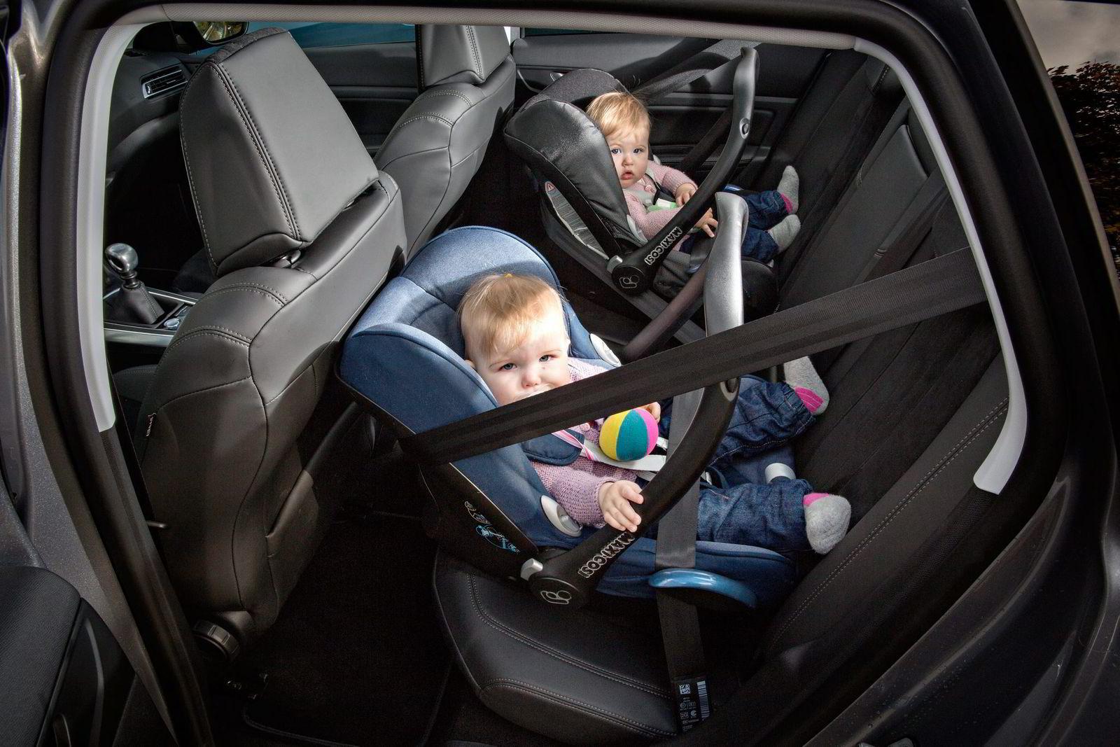MINDRE BAKSETE. Med størst bagasjerom, får Peugeot 308 den minste plassen i baksetene. Pass på å prøve på forhånd at barnesetene får plass. Foto: Aleksander Nordahl