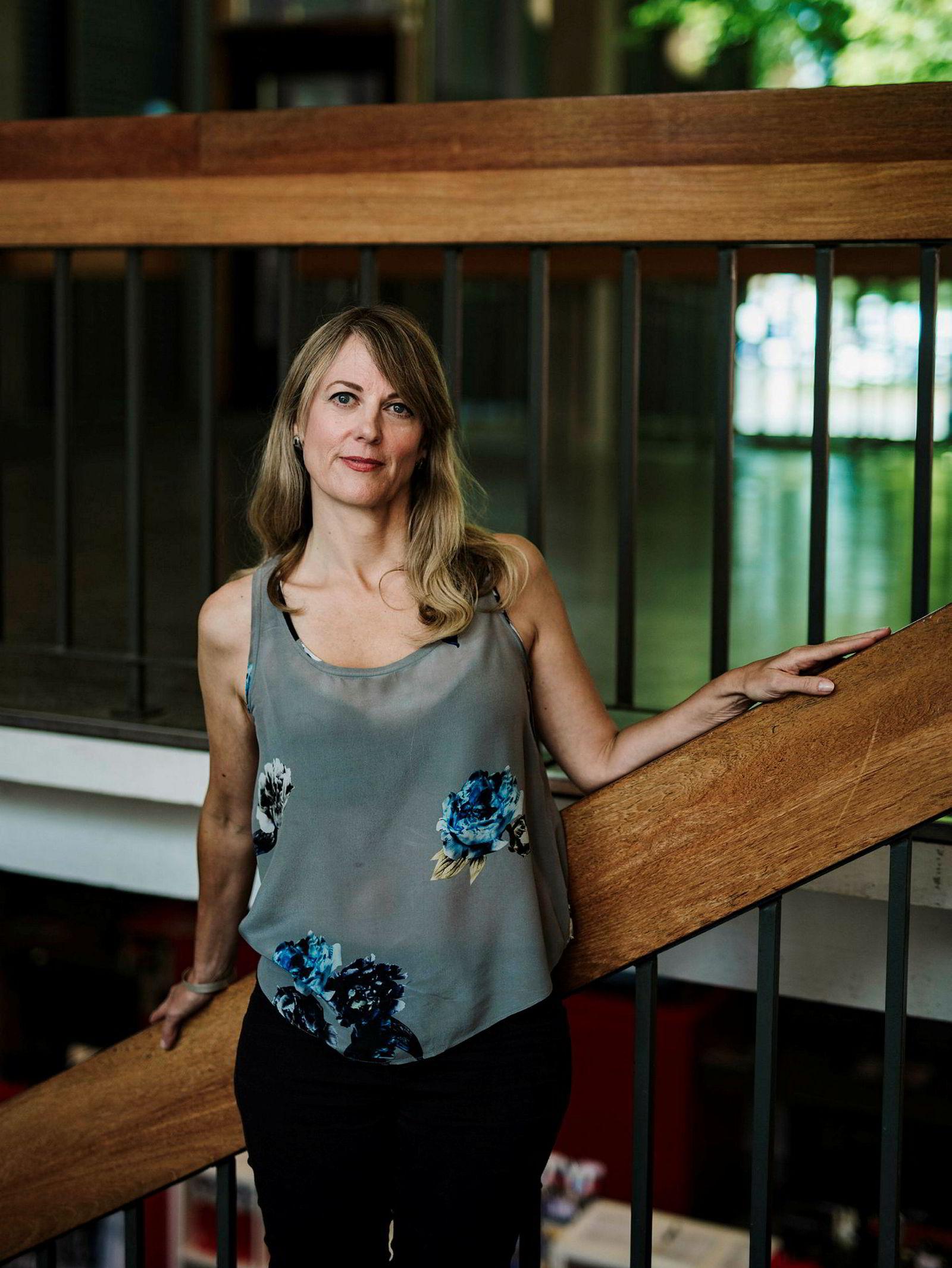Forfatter Helene Uri lar seg ikke imponere av de nye Oslomet-skiltene.