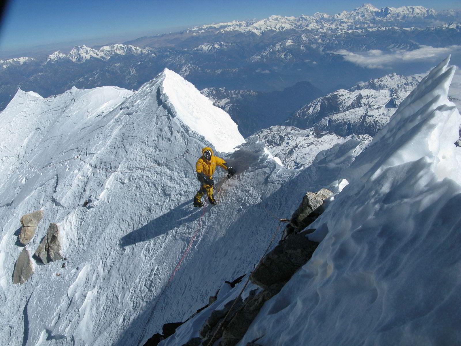 Bestigningene av Nanga Parbat, Shishapangma, Gasherbrum II og her Makalu har gitt Simone Moro stjernestatus blant klatrere.