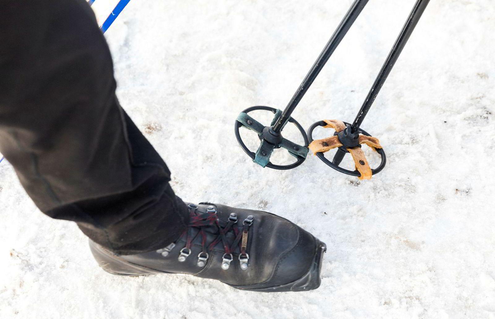 Jensen foretrekker staver med store trinser og lærstøvler med BC-bindinger når han skal gå utenfor hovedløypene og i terrenget.