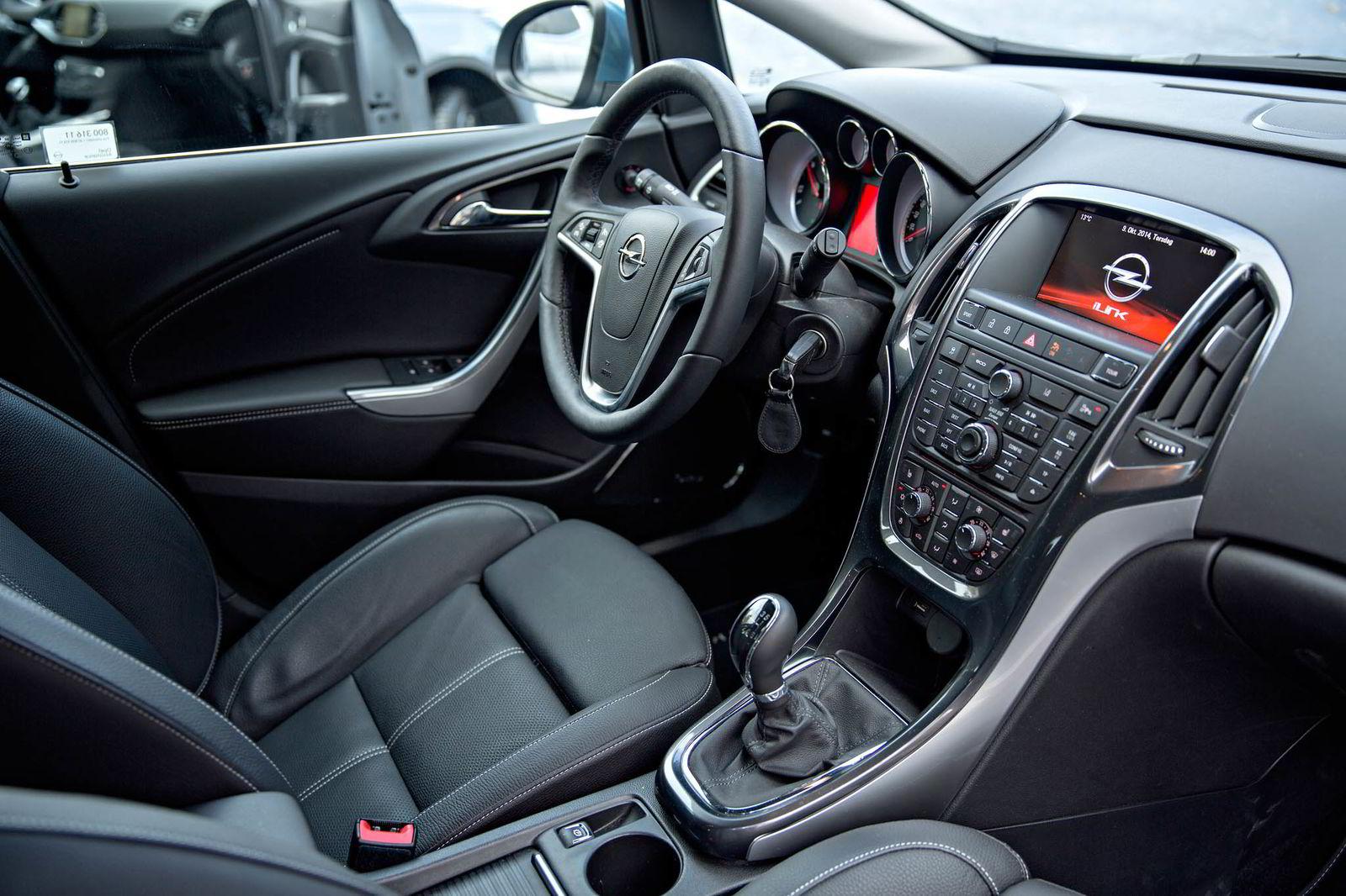 INTERIØR. Opel Astra Sport Tourer.