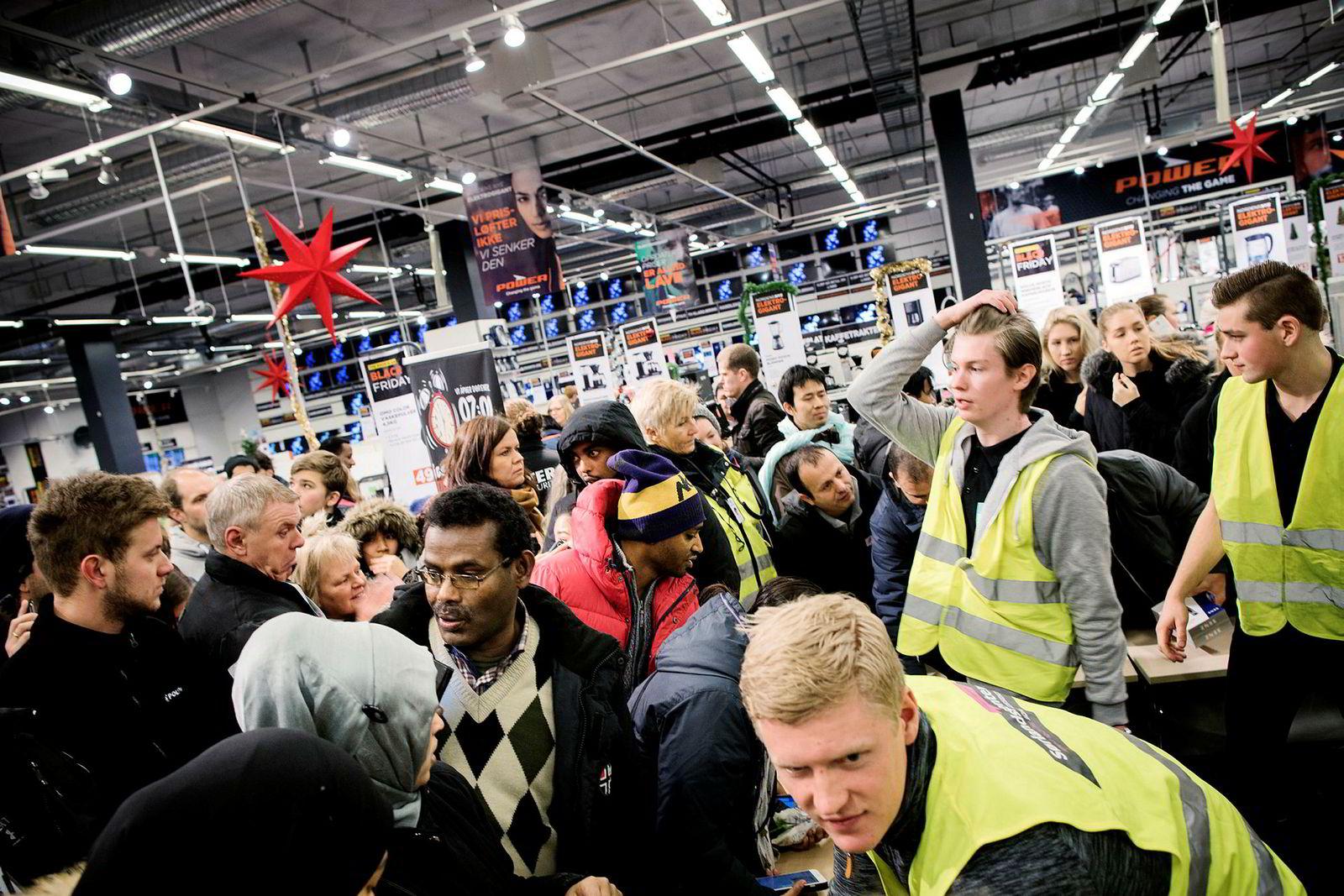 Det var tilløp til kaos da elektronikkjeden Power åpnet dørene på Sørlandssenteret fredag morgen.