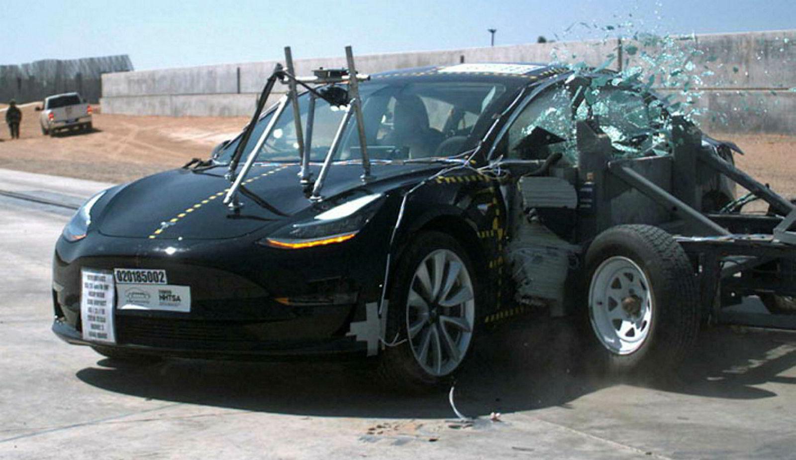 Det blir knust en del biler, for det er flere typer ulykker man må teste for.