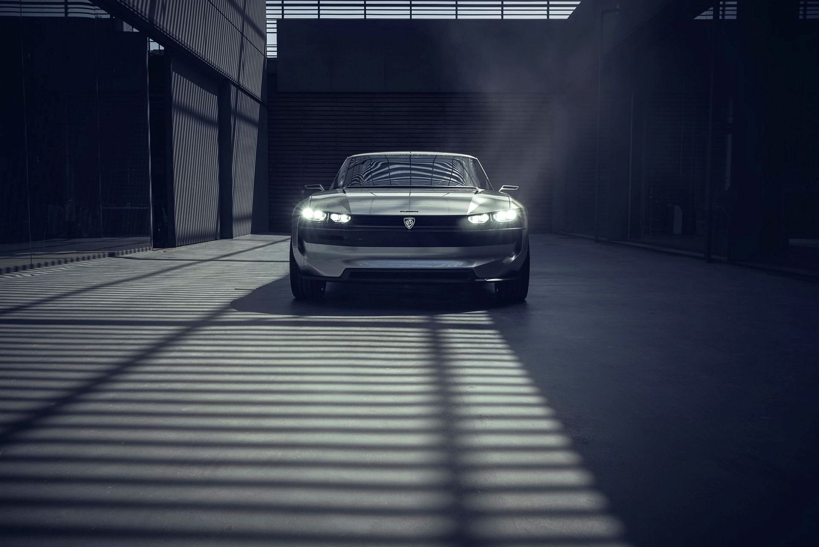 . Peugeot E-Legend Concept.
