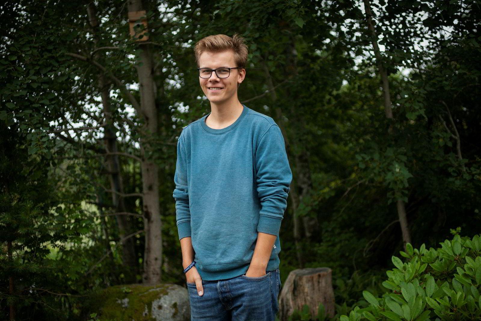Tobias Laundal begynte å programmere allerede mens han gikk på ungdomsskolen, og har lenge vært interessert i hvordan man skal håndtere teknologiens virkning på samfunnet.