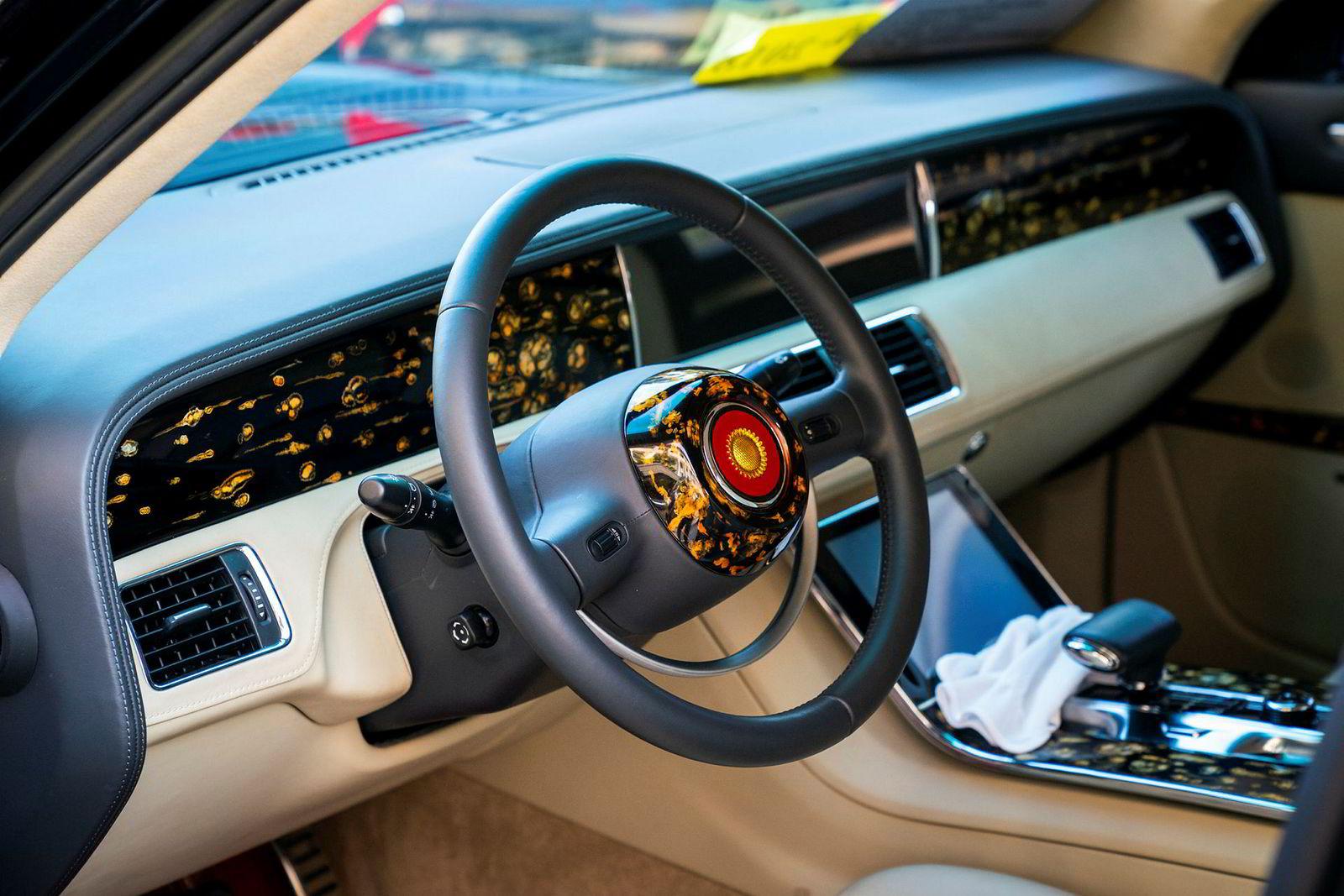 Bilen er er den offisielle «statsbilen» i Kina, og brukes også av president Xi Jinping.