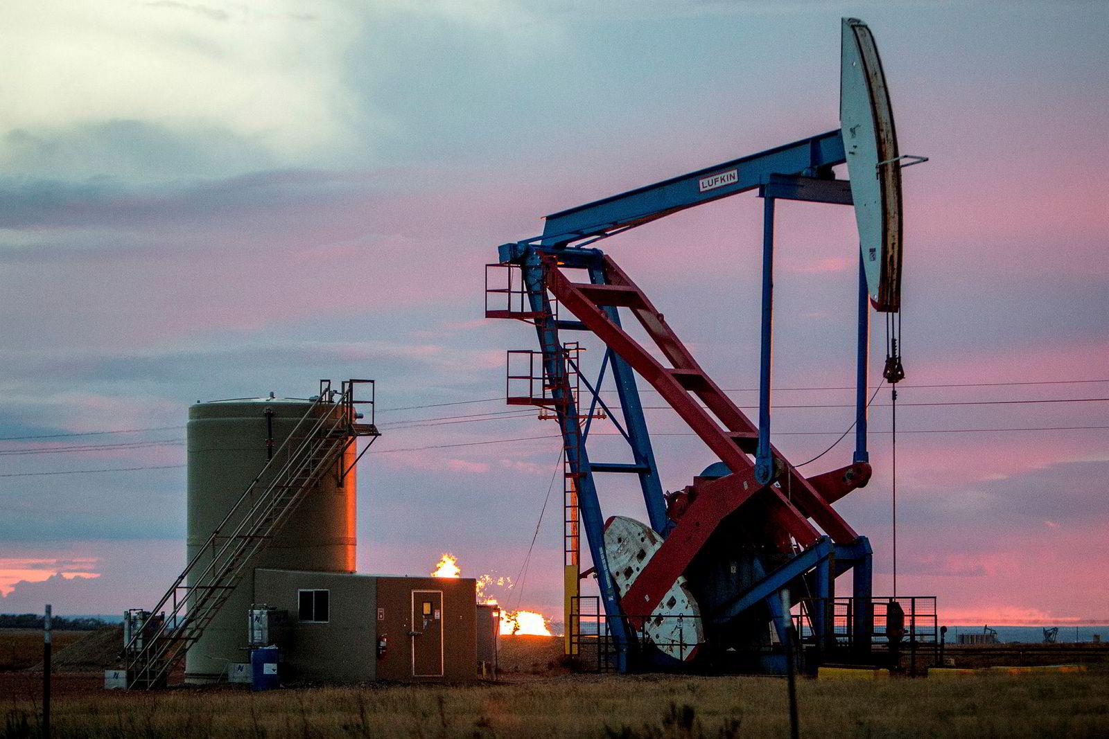 En nikkepumpe i utkanten av Williston. Oljeboomen fortsetter i Williston, Nord-Dakota.