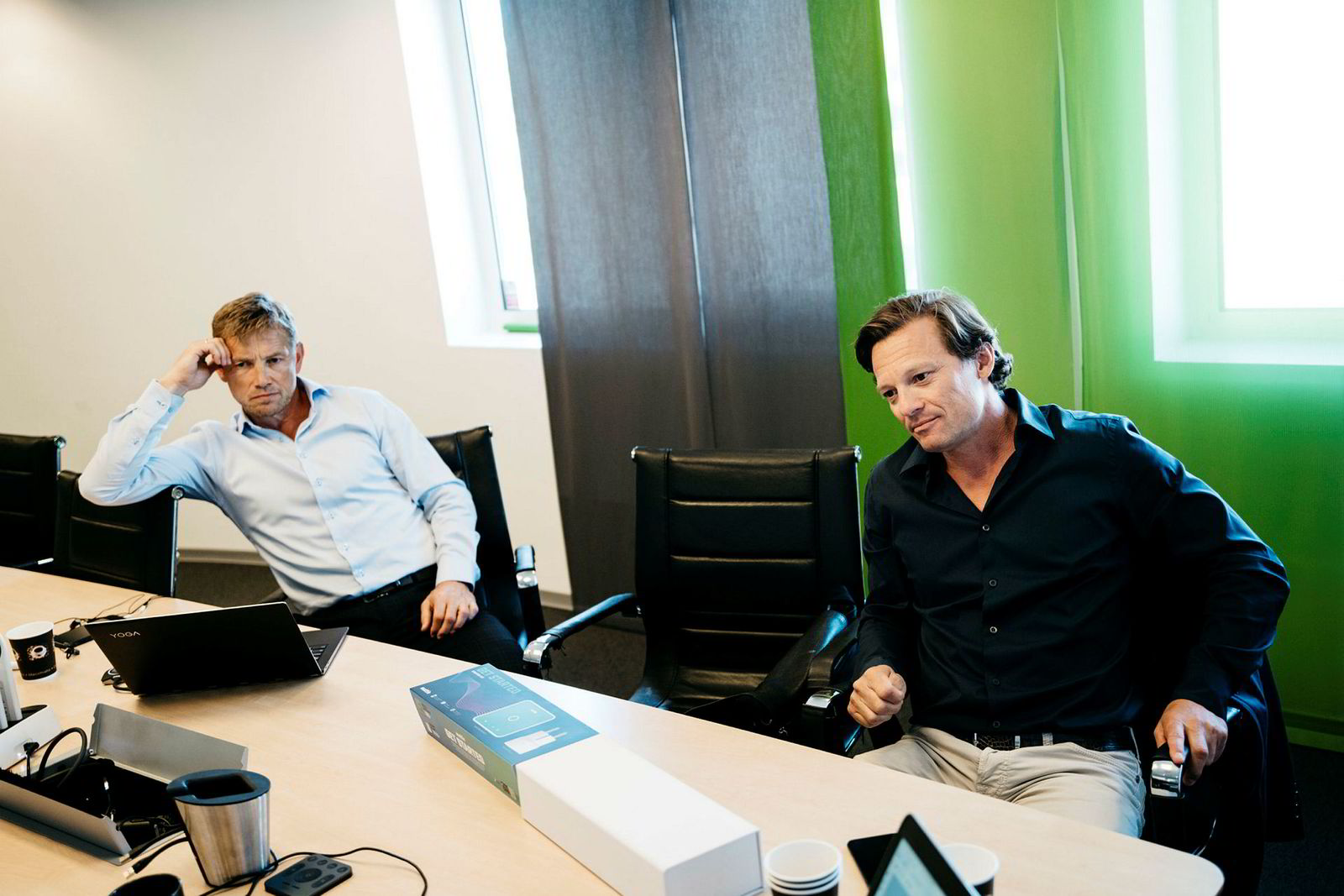 Angelil mener at nyinvesteringene sine vil bli lønnsomme fra 2019. Han er enda ikke fornøyd med resultatet. Her sitter han sammen med finansdirektør Pål Skistad i Eltek Holding.