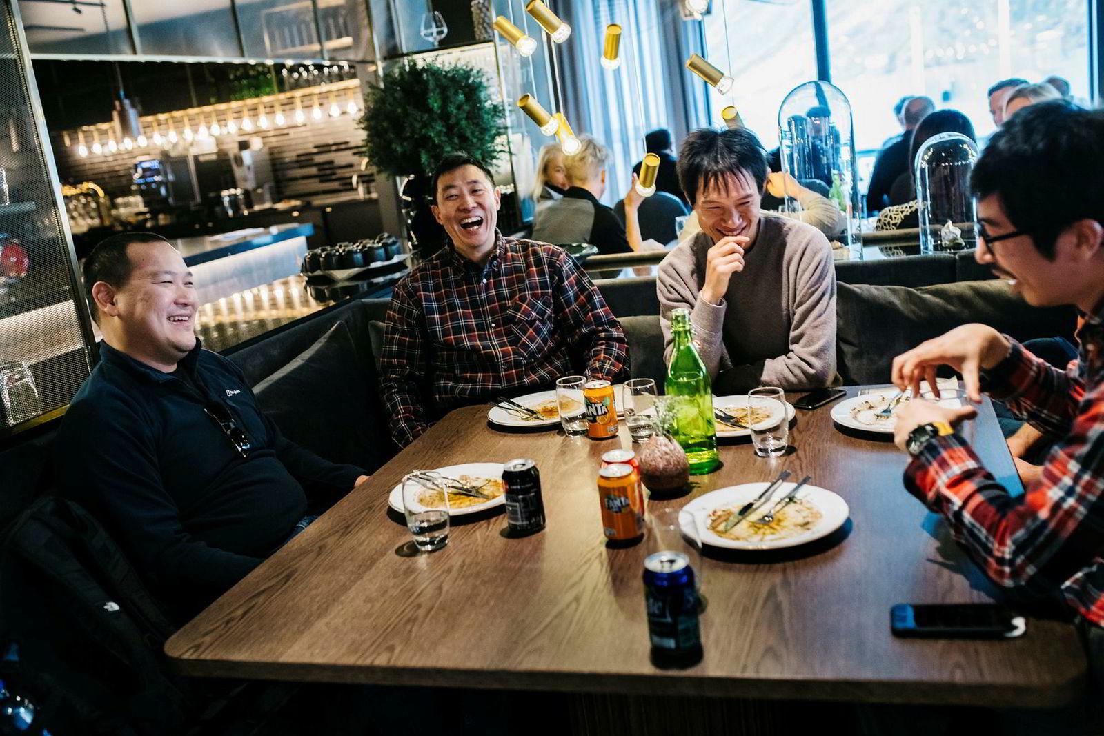 David Chang Kit (fra venstre), Makoto Hirai, Sohma Minami og Toshiroh Tamura i Idemitsu spiser treretters lunsj på Funktionærmessen restaurant, før de skal videre til neste opplevelse.