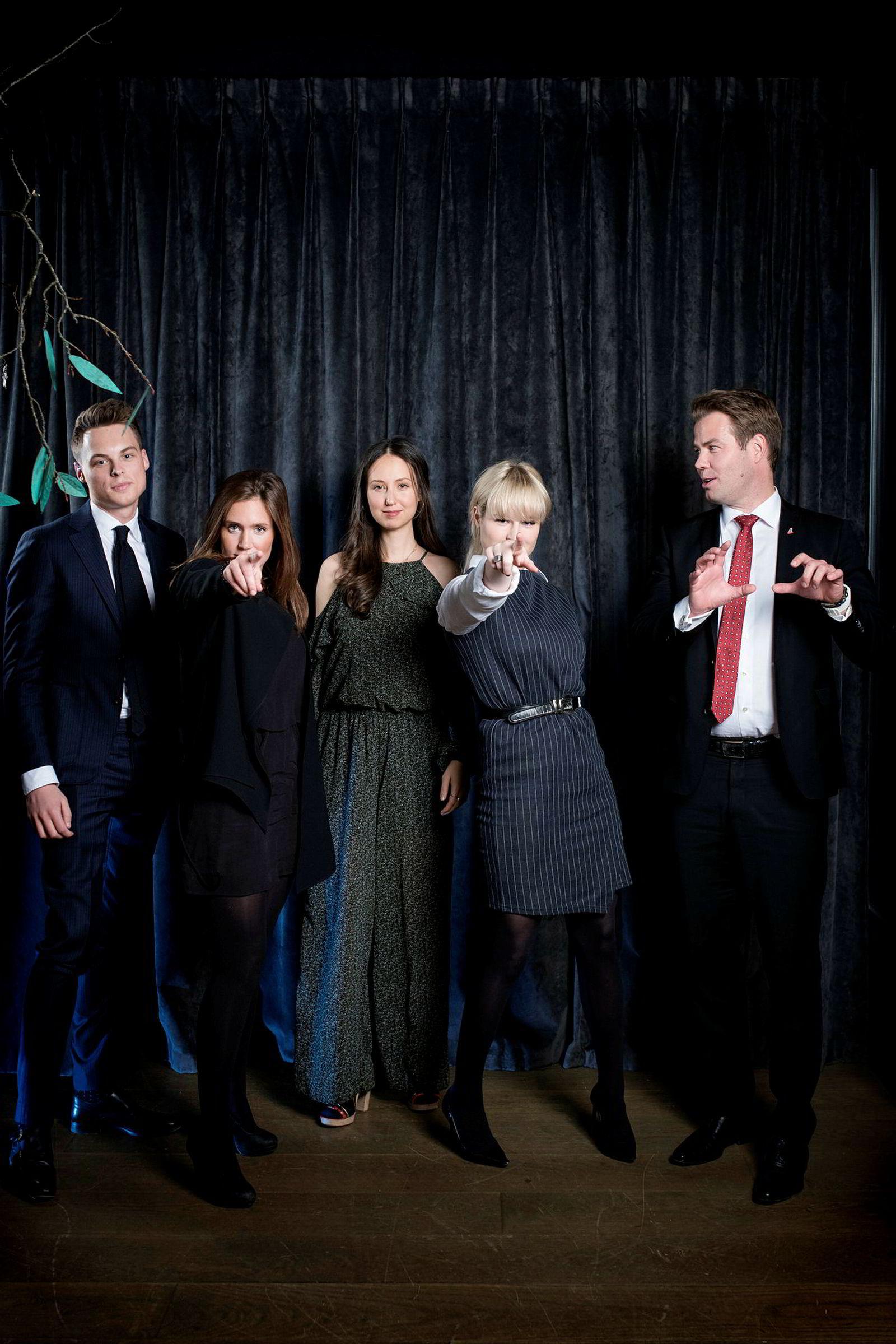 Sasha Siem (i midten), datter av skipsreder Kristian Siem, har valgt musikken som sin karriere. Fra venstre: Gustav M. Witzøe, Anette Ringnes, Katharina G. Andresen og Lars Ola Kjos.