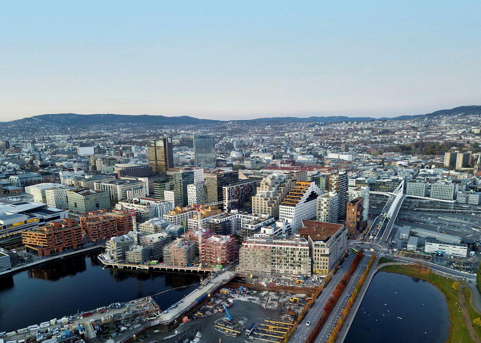 Og slik så Bjørvika ut i november 2019. De fleste prosjektene i vannkanten i Bjørvika er ferdigstilte eller under bygging.