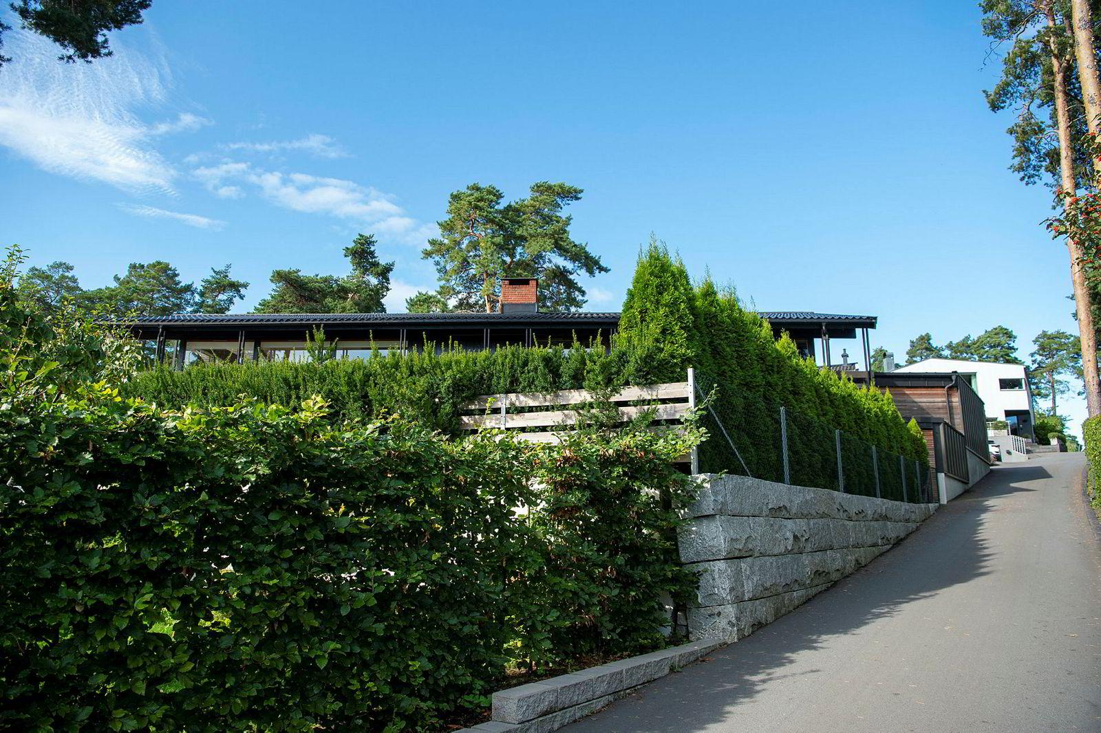 Bygdøyvillaen ligger godt skjult bak hekker i den private veien P. T. Mallings vei på Bygdøy.
