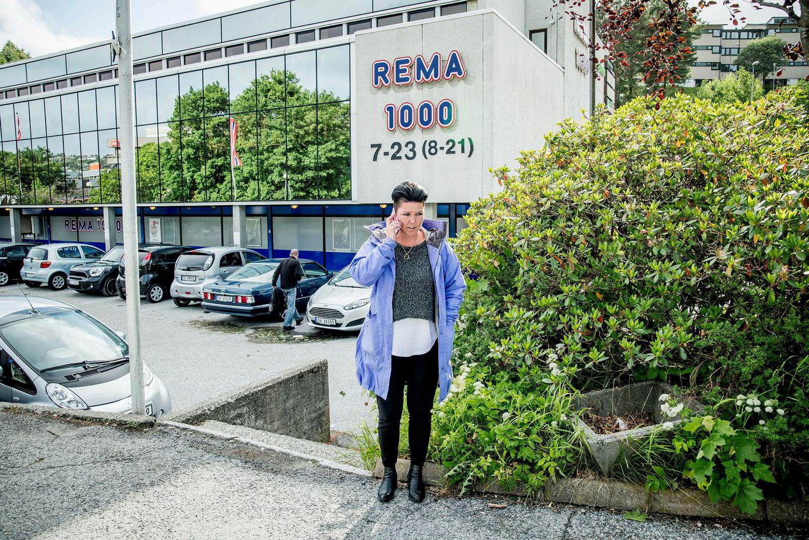 Vibecke Wiik overtok i 2013 Rema Spectrum i Fyllingsdalen. Det startet med rød løper og omsetningsvekst. I sitt siste år som Rema-driver fikk Wiiks selskap et underskudd på 814.000 kroner. – Det var beintøft, sier hun om kjøpmannslivet.