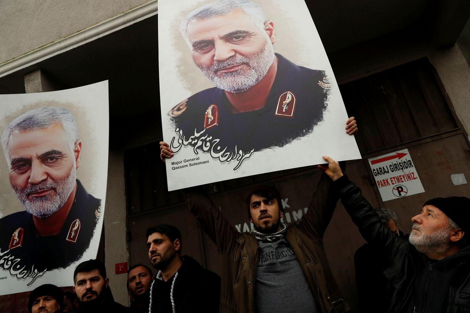 Millioner av iranere har de siste dagene hyllet general Qasem Soleimani, som ble drept i et amerikansk attentat i Irak fredag. Myndighetene i Teheran varsler hevn.