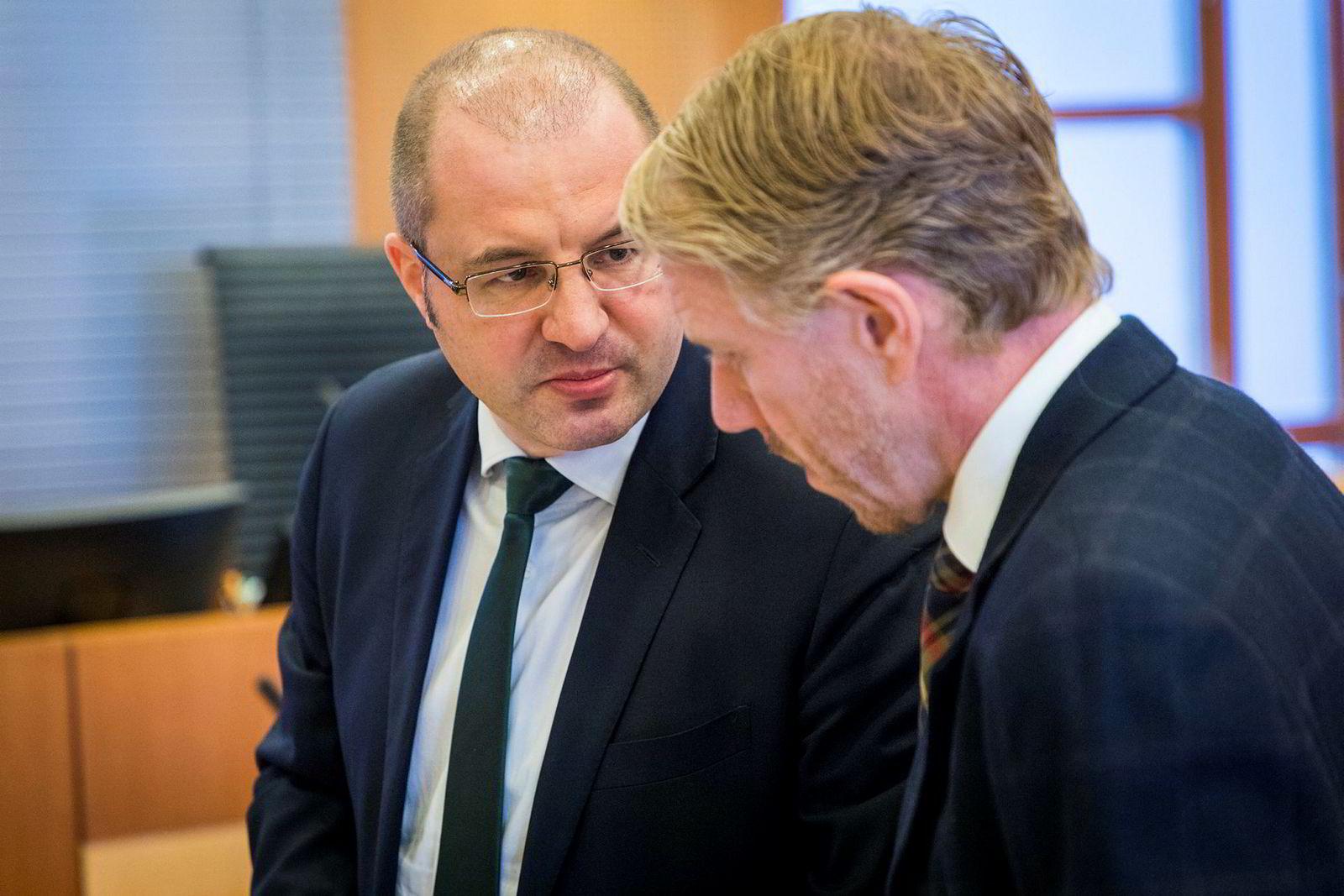 Forsvarere for Jan Anders Vestrum: Håkon Juell Hassel (til venstre) og Kim Ellertsen i advokatfirmaet Elden.