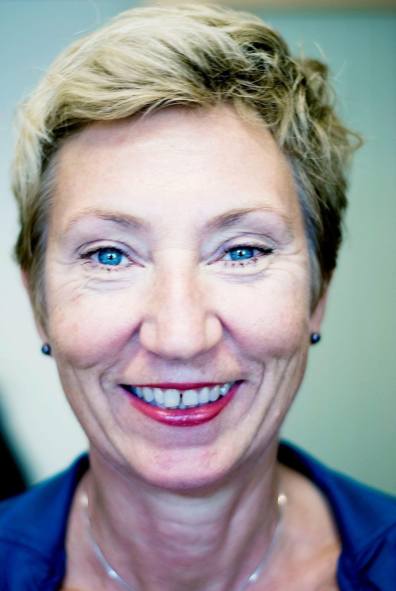 LOs førstesekretær Peggy Hessen Følsvik varsler tøffe tak.