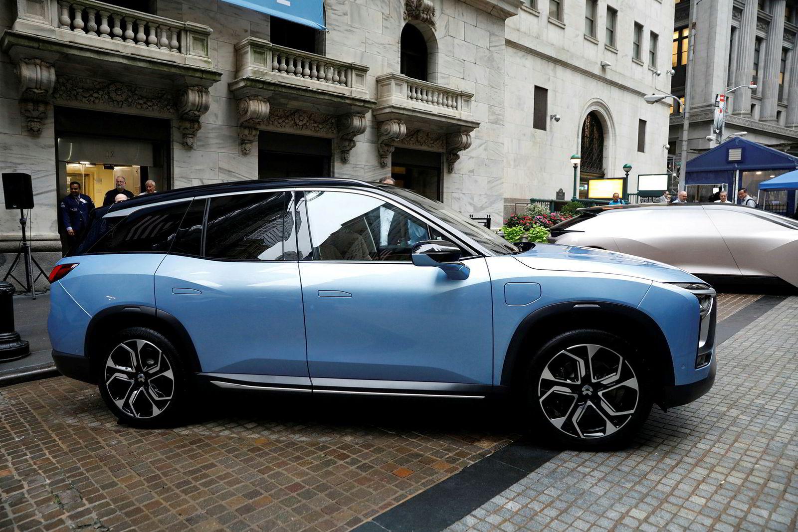 Nå starter masseproduksjon av suv-modellen ES8, med en pris som er rundt halvparten av hva Teslas konkurrent selges for i Kina.