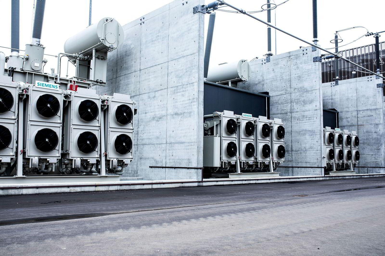 Den høye sikkerheten i Danmark opprettholdes blant annet ved hjelp av digitale transformatorstasjoner som disse.