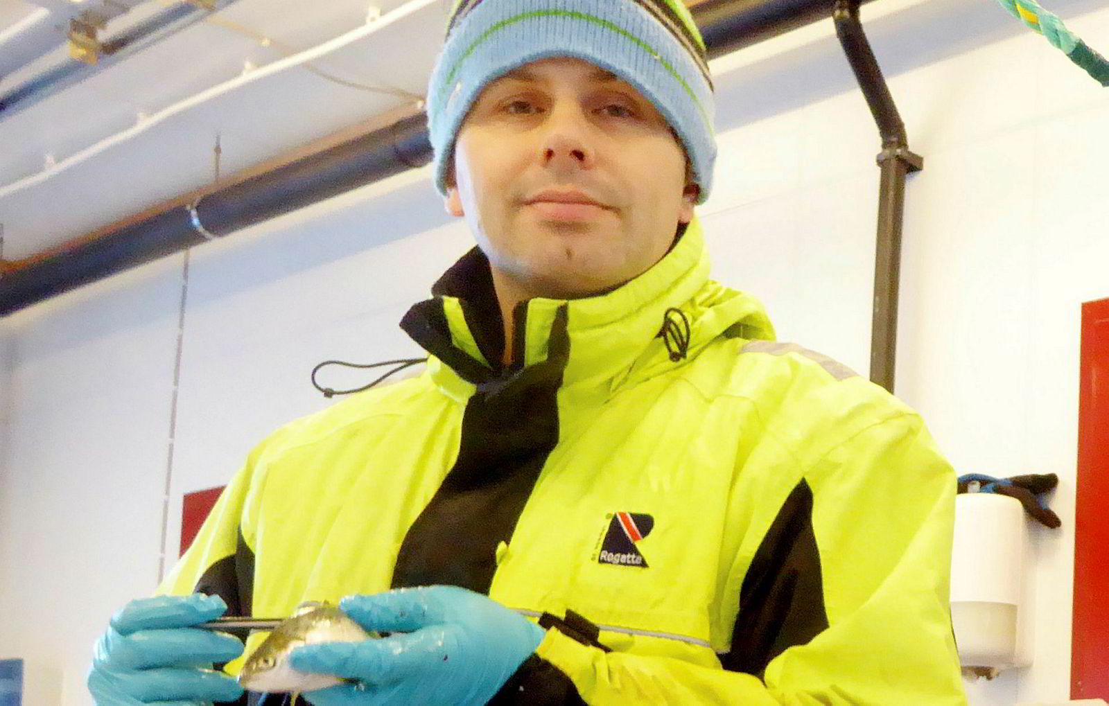 Lars Helge Stien er forsker ved Havforskningsinstituttet. Han tegner et dystert bilde av situasjonen for rensefisken.