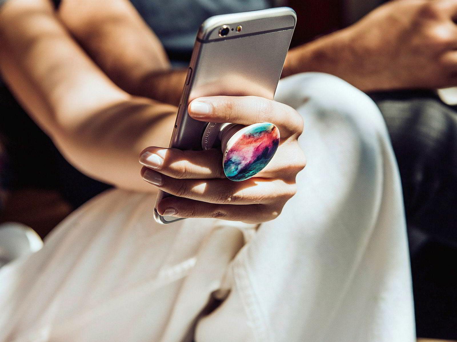 Mobilholderne som kalles popsockets ble en overraskende farsott på forsommeren i 2017.