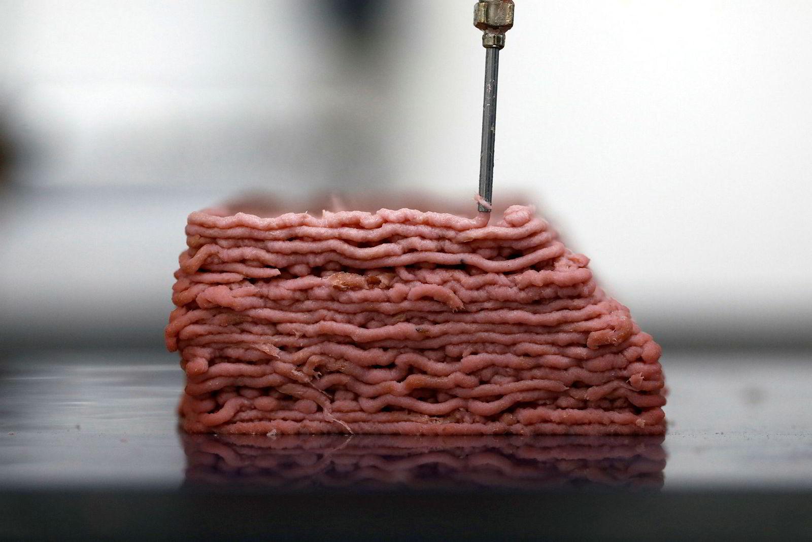 Matproduksjonen tar nye former. Dette bildet fra november viser en 3D-printer som skriver ut dyrefri kjøttfarse i laboratoriene til Redefine Meat Ltd. i Israel.
